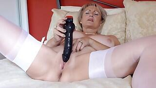 Sugarbabe - Black Cock Fucking Deep Right To The Balls Videos